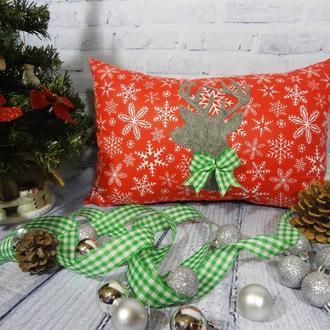 Декоративная новогодняя подушка с оленем