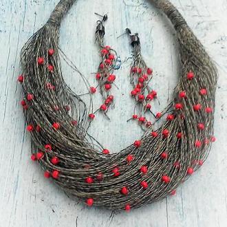 Комплект украшений из льна и красного бисера