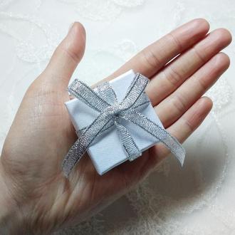 Подарочная коробочка под кольцо. Подарункова коробочка маленька під каблучку.