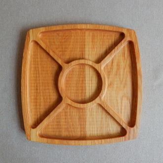 Тарелка менажница на 4 секции с выемкой под соус. Кухонные доски из дерева. Доски для подачи из дуба
