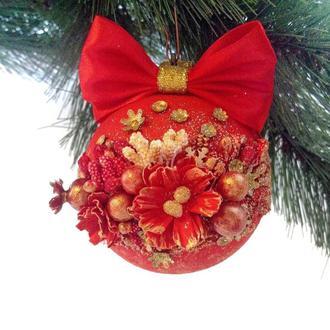 Елочный шар с цветочным декором