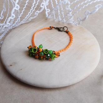 Оранжево зеленый браслет с цветами, цветочное украшение, украшение на руку, подарок девушке