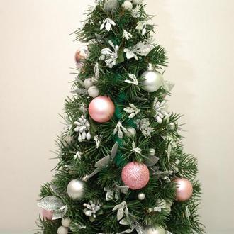Новогодняя елка-топиарий  из еловых веточек и игрушек