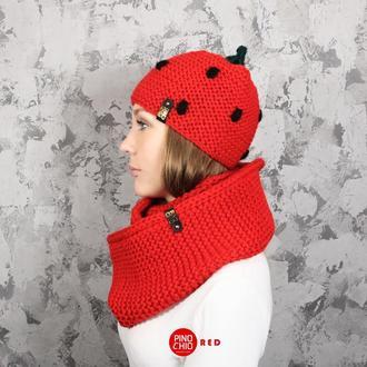 Вязаный шарф и шапка - клубничка
