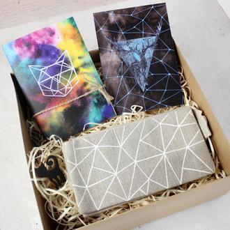 """Подарочный набор """"Геометрия"""": блокнот А6, кошелек, открытка и брошь"""