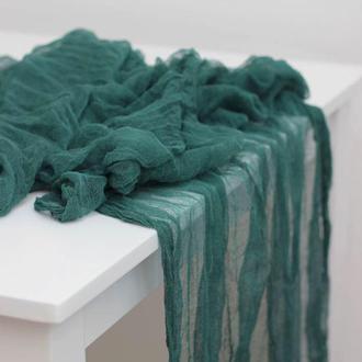 Изумрудно-зеленый марлевий раннер ручного окрашивания для свадебного декора, длина - 5м