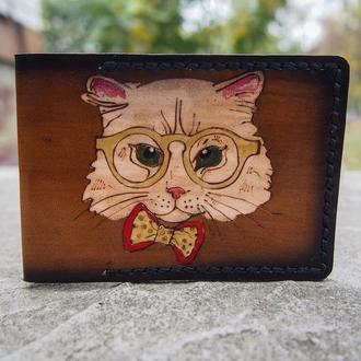 Кожаная обложка на документы Кошка в очках