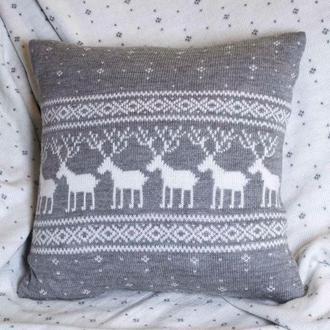 Новогодняя подушка с оленями