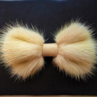 Галстук-бабочка из меха норки цвета.Ivory mink bow tie.
