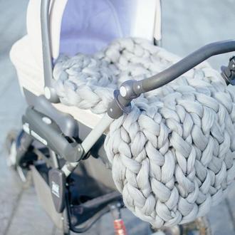 Плед крупной вязки в коляску