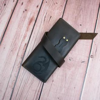 Стильне коричневе портмоне з гравіюванням