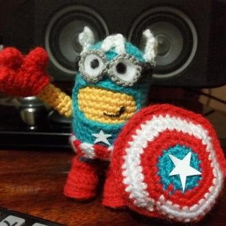 Вязаный Миньон - супергерой. Капитан Америка.