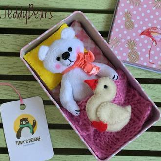 Плюшевый мишка в жестяной коробочке
