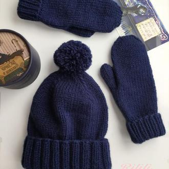 Вязаный зимний комплект шапка  варежки