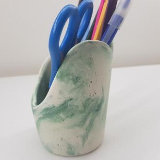 подставка-стакан бетонную для канцелярии - белый с зеленым