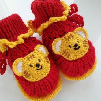 Красные пинетки с мишками