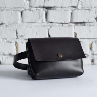 Женская кожаная поясная сумка коричневого цвета