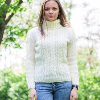 Теплый классический свитер