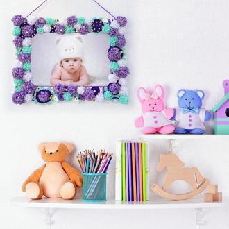 Рамка для фото з веселими помпонами і блискучими зірочками