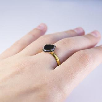 Чёрное керамическое колечко с позолоченной фурнитурой