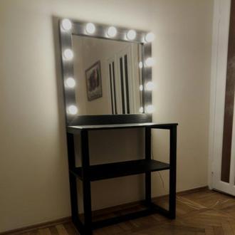 Макияжный стол с зеркалом