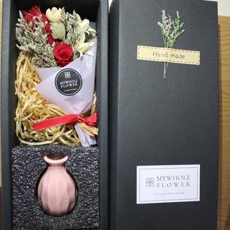 Букет із сухоцвітів і стабілізованих троянд(вічна троянда)