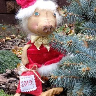 Подарок на Новый год, свинка снегурочка.