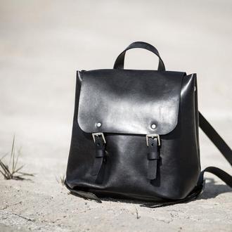 Женский кожаный рюкзак черного цвета