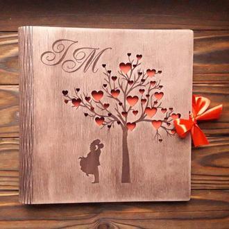 Альбом из дерева с инициалами