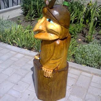 Баба Яга-садовая фигура из дерева