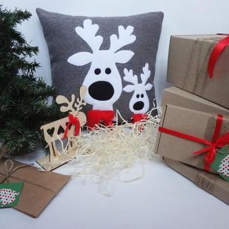 Декоративная новогодняя подушка с оленями, подарок на новый год, новогодний подарок
