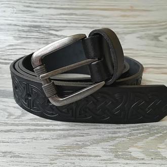 Кожаный ремень черный кельтский узел в центре (для больших мужчин)