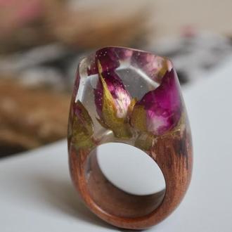 Кольцо с цветами, кольцо из дерева и смолы, подарок для мамы