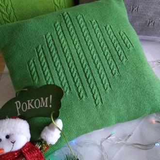 Вязаная подушка для декора интерьера