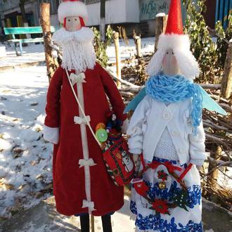 Санта с помощницей путешествуют