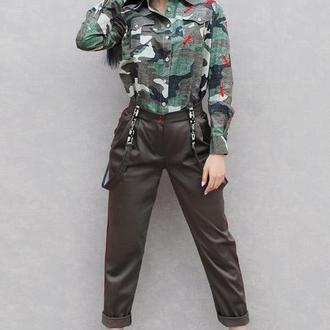 """Женский брючный костюм с вышивкой """"Красные муравьи"""" эксклюзивный костюм милитари"""