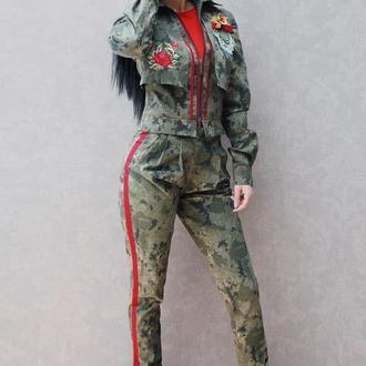 """Женский брючный костюм с вышивкой """"Милитари - розы 2"""" вышитый костюм милитари"""