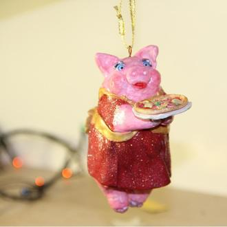 Елочная игрушка Свинка с пиццей