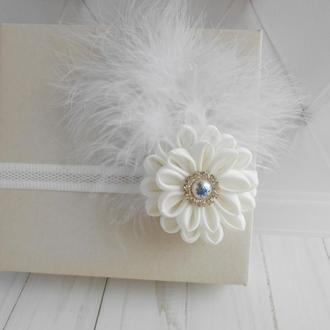 Нарядная белая повязка для малышки на годик Украшение на голову с цветком Красивый подарок девочке