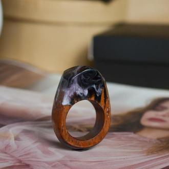 Перстень из дерева, подарок для девушки, кольцо из дерева и смолы