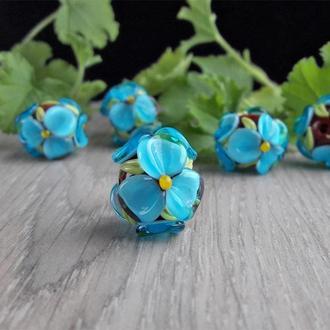 Бусины «Цветы голубые на коричневом» лэмпворк