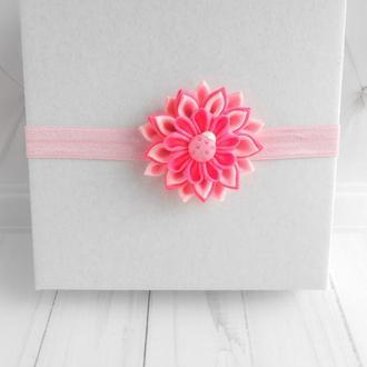 Розовое украшение на голову девочке Цветочная повязка малышке в подарок на первый день рождение