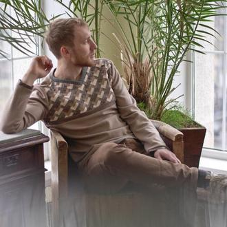 Рукотворний напівшерстяний пуловер з орнаментальним плетенням зі штучних шкіри і замші