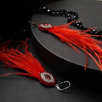 Червоні сережки з пір'ям страуса, вечірні сережки, красные серьги с перьями и кристаллами