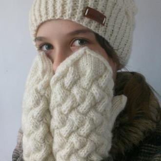 Женская шапка и варежки, плетенка
