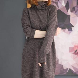 Коричневое платье меланж, миди, зимнее платье, трикотаж, хомут, платье под горло, стильное платье