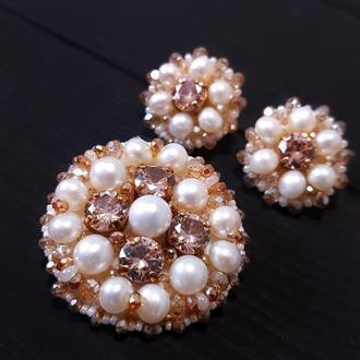 Комплект у техніці золотної вишивки з натуральними перлами брошка та сережки подарунок на новий рік