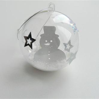 Прозрачный елочный шар со снеговиком