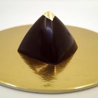 """Корпусна шоколадна цукерка """"Кавова піраміда"""""""""""