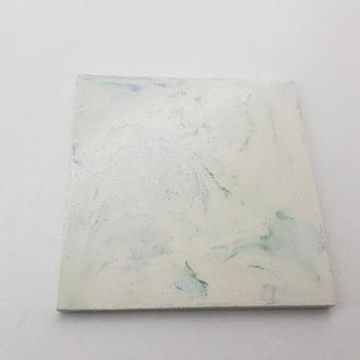 подставка под стакан из бетона квадратную - белый с синим и зеленым